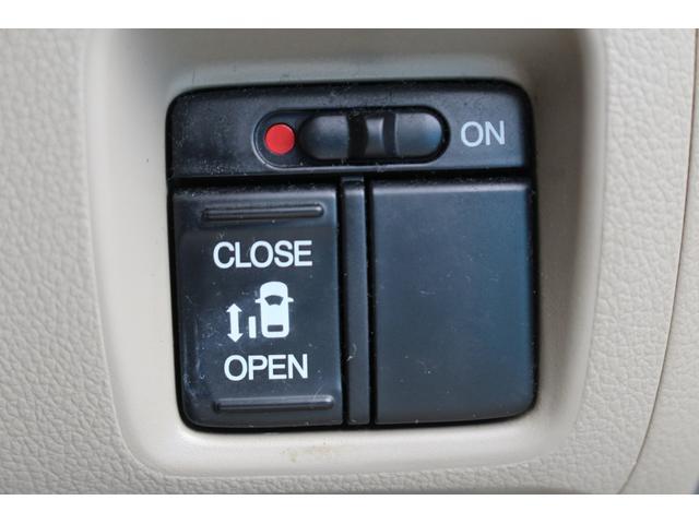 【電動スライドドア】ボタン一つでの開閉が可能!!小さいお子様が開ける時も安心安全!大きい荷物を持っていても楽々開閉が出来ます!!