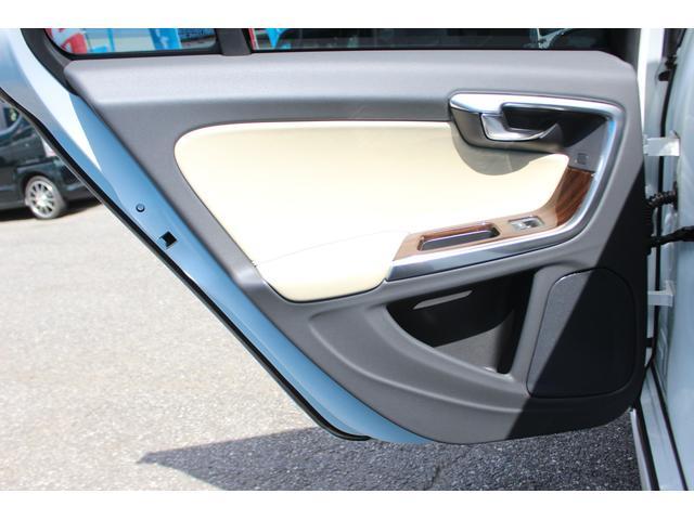クロスカントリー T5 AWD SE 禁煙車/レザーPKG(革シート/パワーシート助手席/シートヒーター地デジTV)サンルーフ(オプション装備)ターボ/4WD/アイドリングストップ/ルーフレール/衝突軽減システム/レーンアシスト/(54枚目)