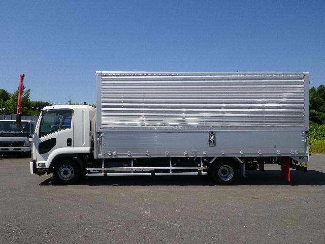 いすゞ フォワード 未使用車 ワイド幅 アルミウイング 積載3000Kg