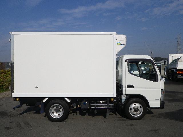 東プレ 中温 冷蔵冷凍車 全低床 車両総重量4885Kg(6枚目)