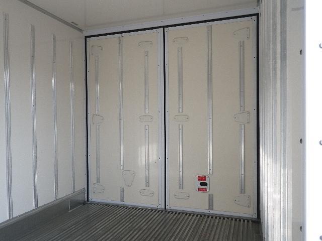 東プレ 中温 冷蔵冷凍車 全低床 車両総重量4885Kg(12枚目)