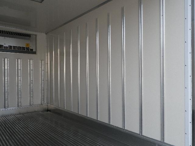 東プレ 中温 冷蔵冷凍車 全低床 車両総重量4885Kg(17枚目)