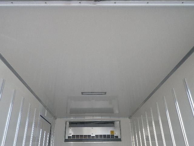 東プレ 中温 冷蔵冷凍車 全低床 車両総重量4885Kg(18枚目)