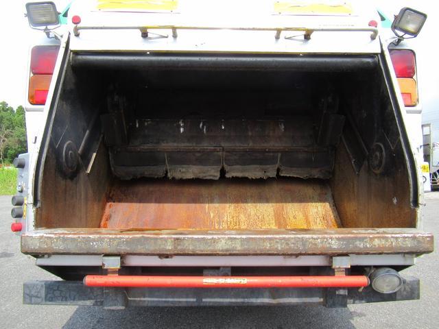 極東製 塵芥車 容積8.0M3 プレス式 汚水タンク(15枚目)