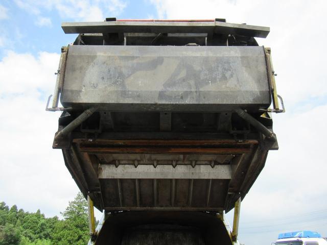 極東製 塵芥車 容積8.0M3 プレス式 汚水タンク(18枚目)