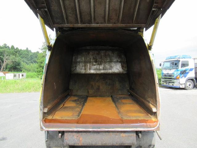 極東製 塵芥車 容積8.0M3 プレス式 汚水タンク(19枚目)