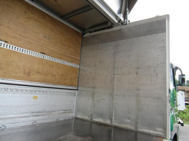 アルミウイング 低床4軸 リヤエアサス 積載13.5トン(15枚目)
