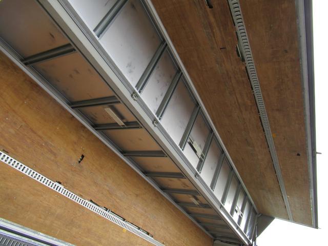 アルミウイング 低床4軸 リヤエアサス 積載13.5トン(17枚目)