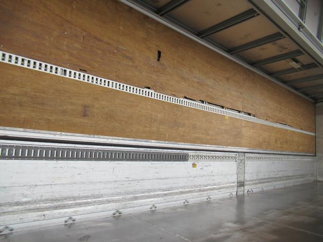 アルミウイング 低床4軸 リヤエアサス 積載13.5トン(18枚目)