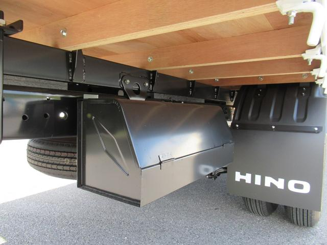 標準幅 ベッド付キャビン 平ボデー 積載3.75トン(10枚目)