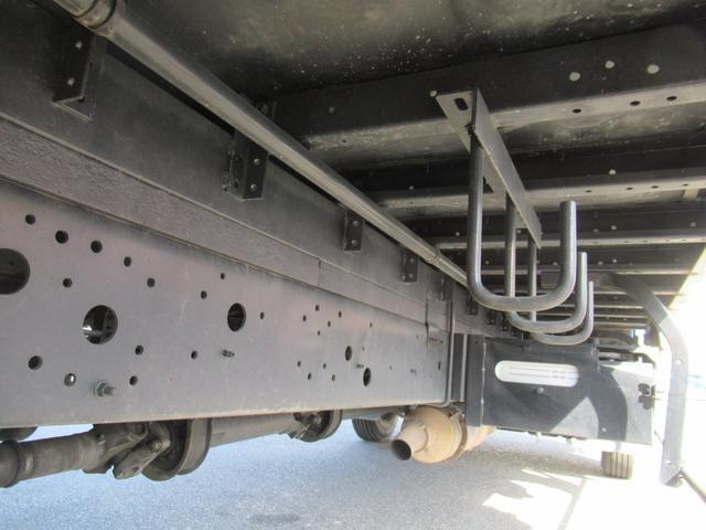 標準幅   ベッドレスキャビン   アルミウイング   床木製   センタービームレス   ラッシング1段   中柱抜差し式   庫内灯3箇所(5枚目)