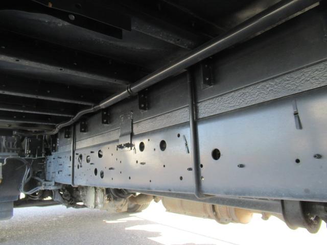 標準幅   ベッドレスキャビン   アルミウイング   床木製   センタービームレス   ラッシング1段   中柱抜差し式   庫内灯3箇所(8枚目)