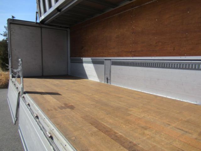 標準幅   ベッドレスキャビン   アルミウイング   床木製   センタービームレス   ラッシング1段   中柱抜差し式   庫内灯3箇所(29枚目)