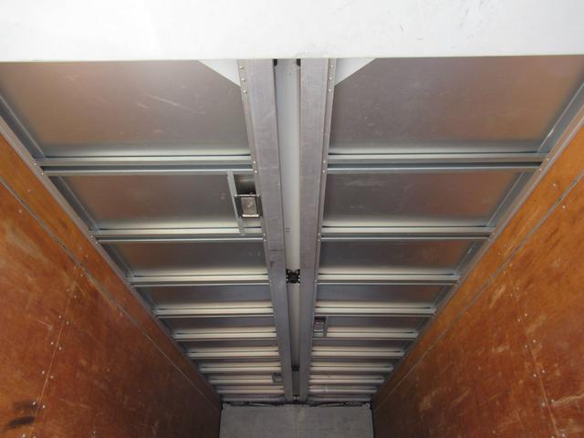 標準幅   ベッドレスキャビン   アルミウイング   床木製   センタービームレス   ラッシング1段   中柱抜差し式   庫内灯3箇所(32枚目)