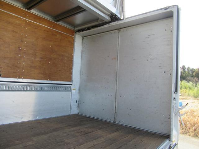 標準幅   ベッドレスキャビン   アルミウイング   床木製   センタービームレス   ラッシング1段   中柱抜差し式   庫内灯3箇所(36枚目)