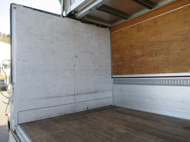 標準幅   ベッドレスキャビン   アルミウイング   床木製   センタービームレス   ラッシング1段   中柱抜差し式   庫内灯3箇所(37枚目)