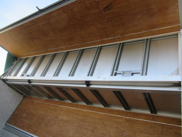 標準幅   ベッドレスキャビン   アルミウイング   床木製   センタービームレス   ラッシング1段   中柱抜差し式   庫内灯3箇所(38枚目)