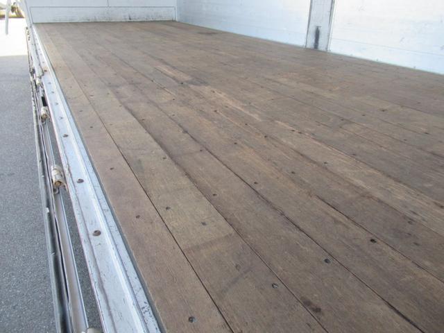 標準幅   ベッドレスキャビン   アルミウイング   床木製   センタービームレス   ラッシング1段   中柱抜差し式   庫内灯3箇所(39枚目)