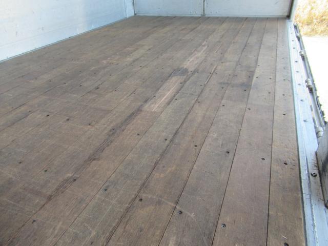 標準幅   ベッドレスキャビン   アルミウイング   床木製   センタービームレス   ラッシング1段   中柱抜差し式   庫内灯3箇所(40枚目)