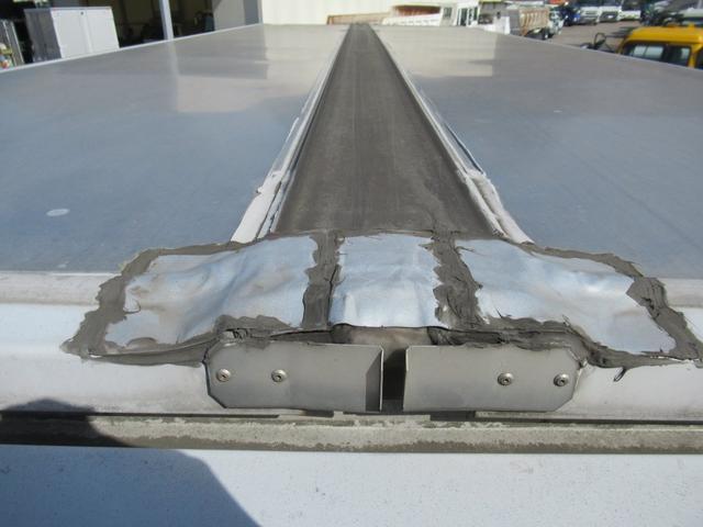 標準幅   ベッドレスキャビン   アルミウイング   床木製   センタービームレス   ラッシング1段   中柱抜差し式   庫内灯3箇所(49枚目)