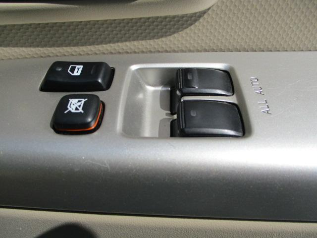 自動車保険のお取り扱いもあります。 万が一の事故の場合にお客様がお困りにならないようレンタカーのご準備も自社でしております。 また、場合によりレッカー搬送も自社可能です。