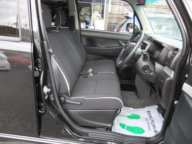 前席シート全体です♪目立つ傷・汚れもなく綺麗です★ベンチシートなので境界線も気にならず大柄の方でもゆったりとドライブをお楽しみいただけます★