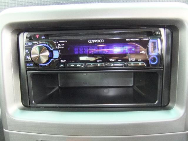 オーディオの下にも収納ポケットがあります☆収納が多いのでとても便利な車です!!