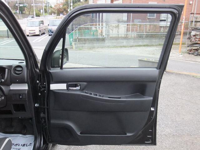 運転席ドア全体です★目立つ傷、破損も無く綺麗です★収納ポケットも付いています!!