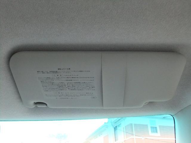 運転席頭上にサンバイザーです★カードを差し込めるデザインとなっているので駐車券などを挟むのにとても便利です★