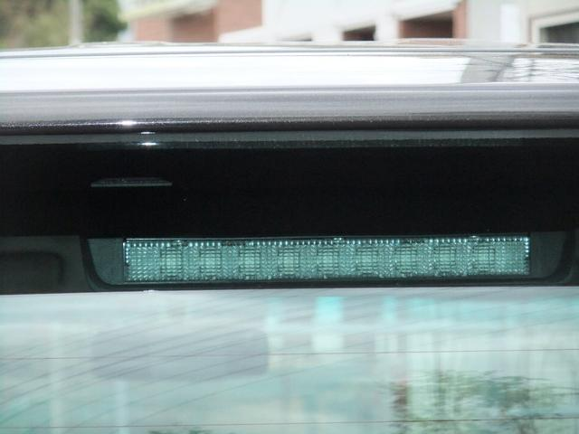 ハイマウントストップランプです☆高い位置にあるので後方の車からも確認しやすく安全です!