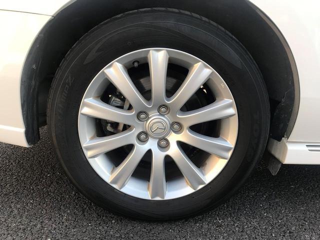 人気の純正17インチアルミになります。タイヤ溝ほとんどありませんので当店指定新品タイヤに交換します。