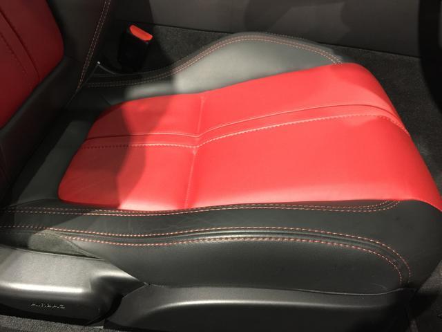 ジャガー ジャガー Fタイプ R AWDクーペ ステアリングヒーター