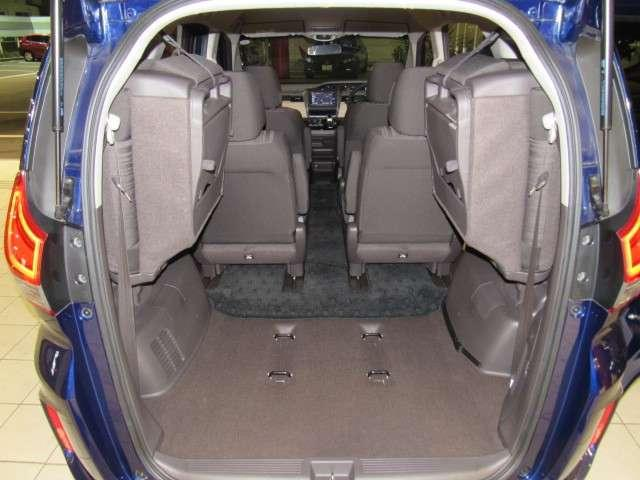 サードシート収納時は、広々トランクスペース
