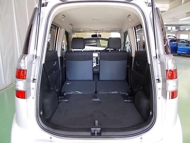 シートをたたむと とても広いカーゴルームに早代わり!センタータンクレイアウトはHondaの独創デザイン!簡単操作 同クラス車とは比較にならない広さになります!