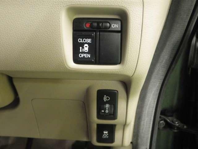 G・Lパッケージ プラズマクラスターLEDルーフ照明 CD/USBコンポ オートリトラミラー ドアバイザー フロアカーペットマット 照明付オーディオリモートコントロールスイッチ フルオートエアコン(18枚目)