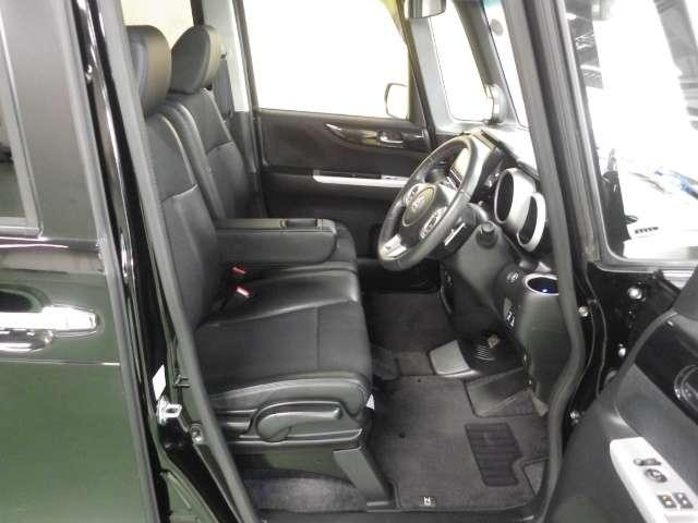 G ターボSSブラックスタイルパッケージ 8型プレミアムインターナビ 11型リア席モニター ドライブレコーダー あんしんパッケージ リアシートスライド シートバックテーブル 黒塗装フロントグリル 本革巻ステアリングホイール パドルシフト(9枚目)