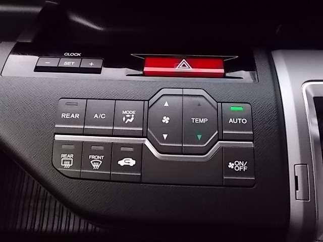 オートエアコンが装備されていますので車内を1年中快適な温度に保ちます