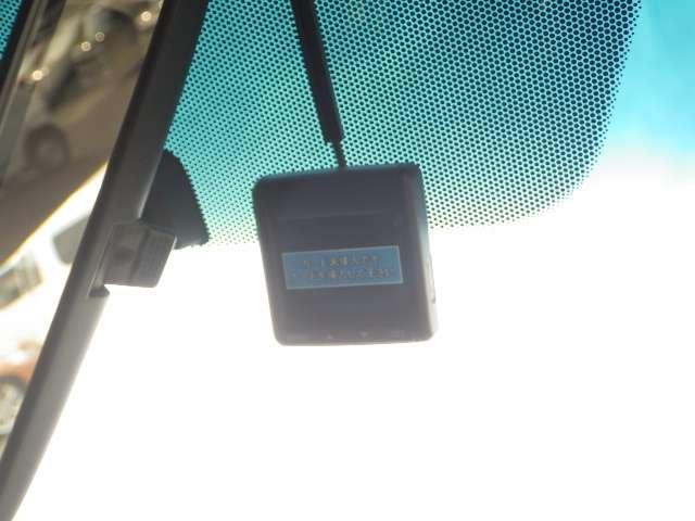 ドライブレコーダーが装備されています。万が一の時のドライブ中のアクシデントをしっかり記録してくれます。
