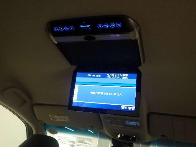 リア席天井モニターが装備されています。長距離ドライブでも後席の方を飽きさせません。