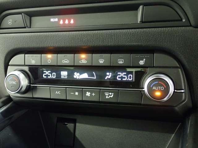 エアコンも当然、オートエアコン☆フロントシートにはシートヒーター機能も付いております♪