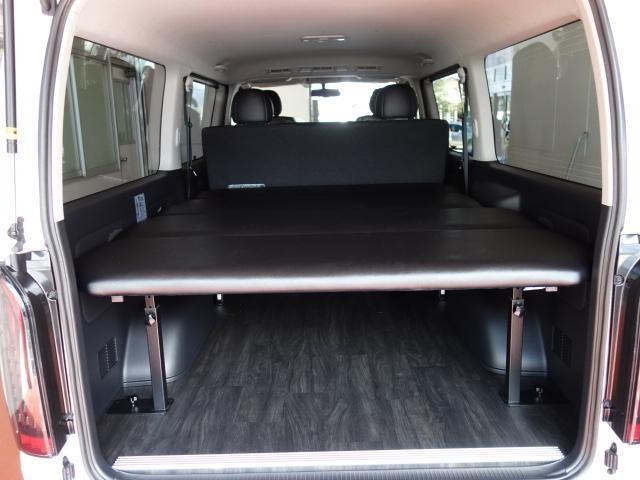 トヨタ ハイエースバン ダークプライム3000ディーゼル4WD床張りベットKIT