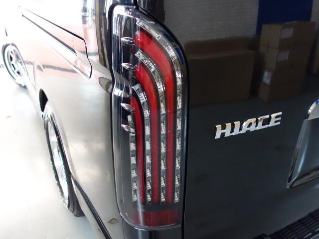 トヨタ ハイエースバン ダークプライム寒冷地仕様16インチアルミローダウン