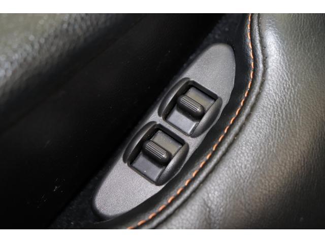 シートは電動調整式ですので細かな座面位置調整が可能になっております。