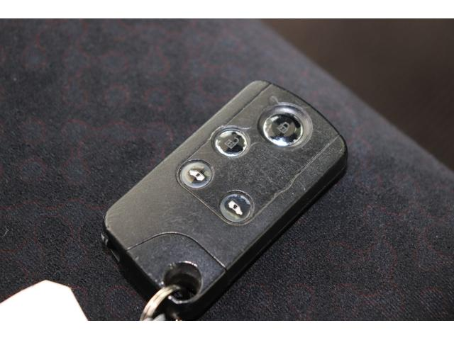 スマートキー搭載!ドア開閉もボタン一つで可能です。