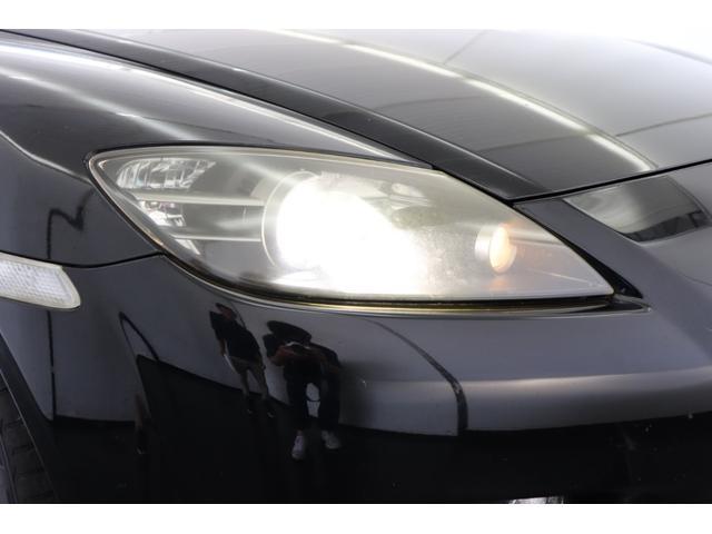 HIDヘッドライト装備致しております。夜間の走行でも十分な光量で視界を確保致します。