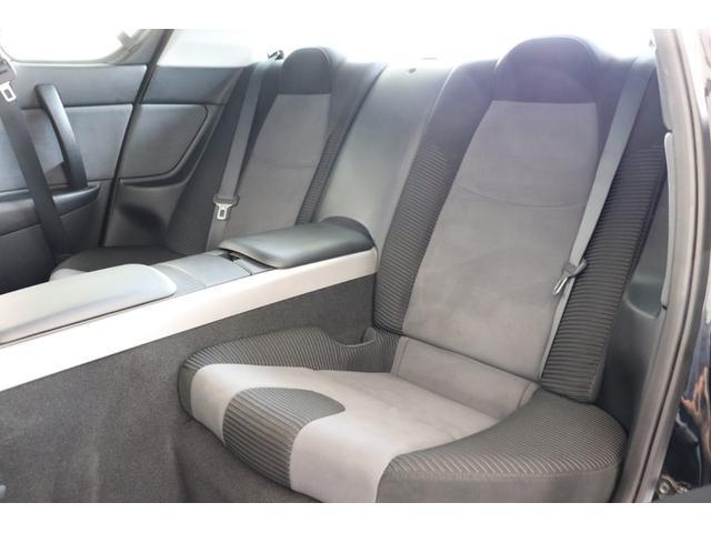 後部座席もゆったりとお座り頂けるスペースを確保致しております。ぜひ実際にお座り頂きましてお試し下さいませ。