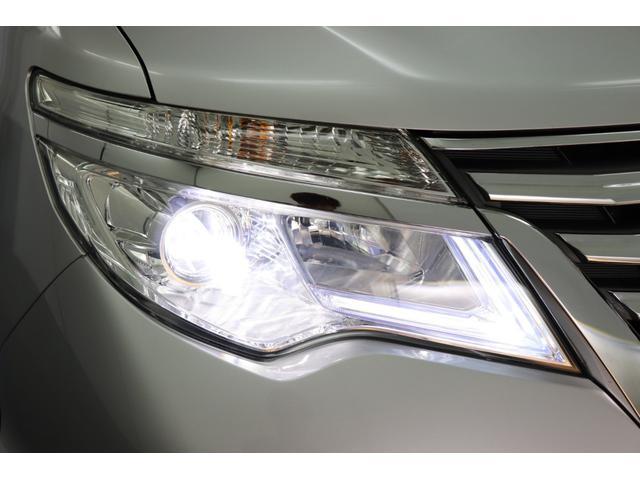 先進のLEDヘッドライトで視界を明るく照らします。