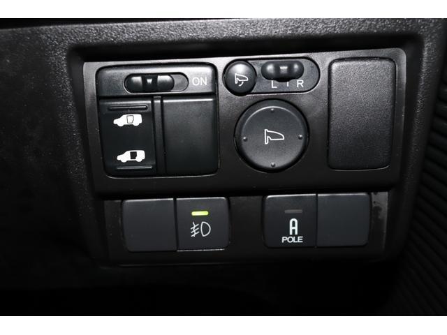 左側電動スライドドア装備!運転席より操作可能でございます。