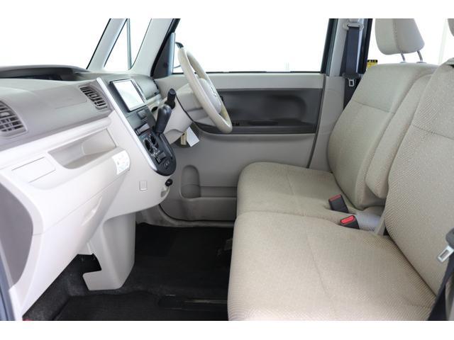 明るい車内空間でございます。