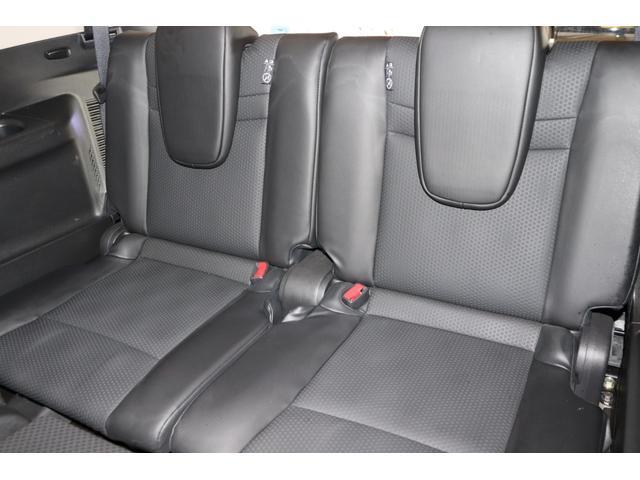 乗車定員は7人乗りのお車でございます。